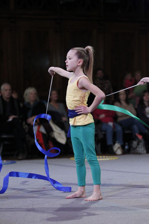 Rhythmic gymnasts seem to defy physics - Photo 1